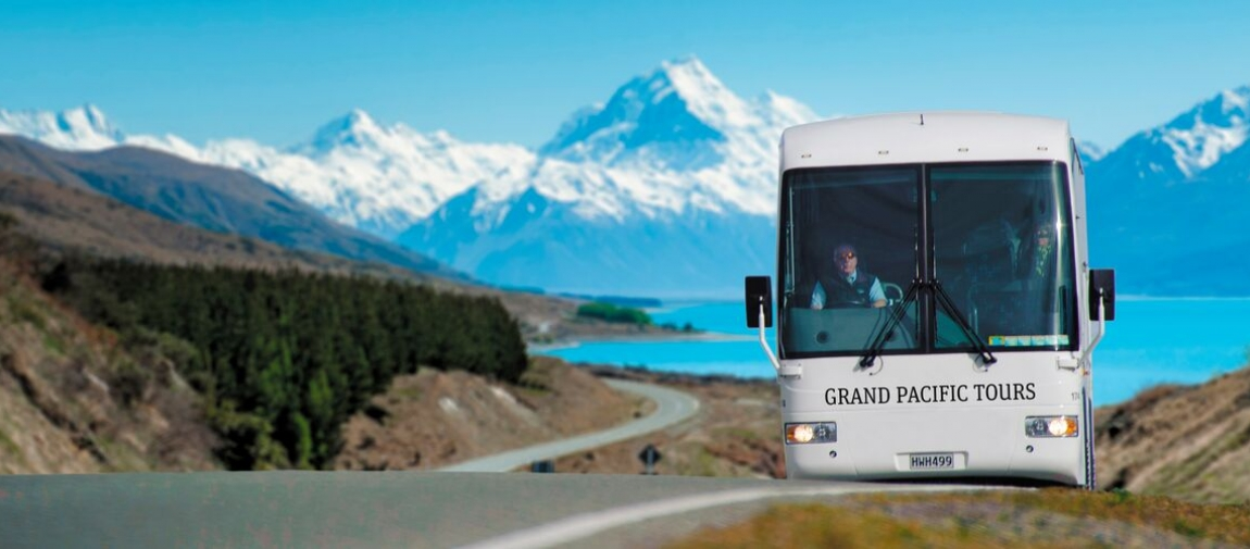 a bus that is parked on the side of a mountain
